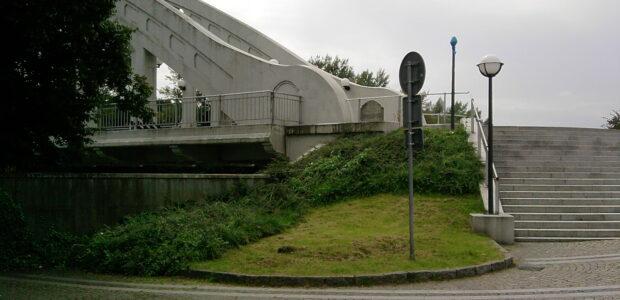 Karviná – Železobetonový most přes řeku Olši v Karviné Darkově, který dnes slouží jako relaxační místo lázeňským hostům, je umístěný na konečné zastávce autobusu č. 107 – Lázně Darkov. Motorovým […]